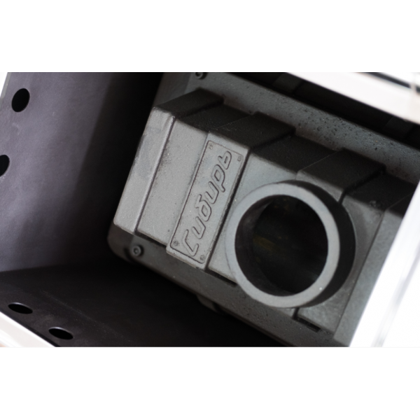 """Чугунная банная печь """"Сибирь-24"""" конвекционная с чугунной топочной дверцей"""